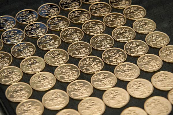 UK-2015-bullion-sovereign-r