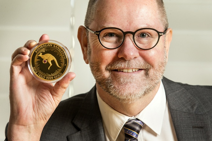 3.-Perth-Mint-Chief-Executive-Officer-Richard-Hayes-with-the-Kimberley-Treasure-coin-1SMALL