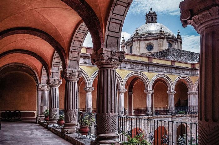 800px-Templo_de_San_Francisco_-_Ex_Convento_de_Santiago_después_de_San_FranciscoSMALL
